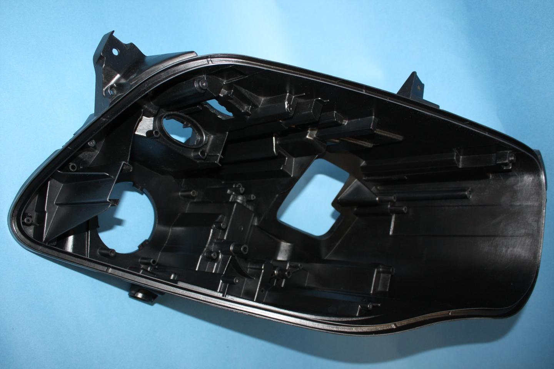 Scheinwerfergehäuse hergestellt im RIMFLEX Verfahren