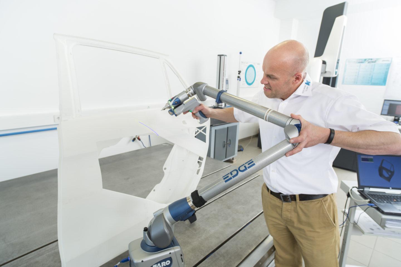 Qualitätsanalyse beim Lasersintern einer Pkw-Tür mit FARO Edge ScanArm HD mit Laser Line Probe HD